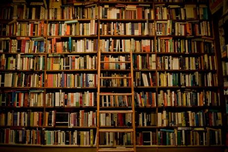 LEILÃO DE LIVROS E PAPEIS COLECIONÁVEIS (Livros de Artes,Diversos, Postais, Gibis, Revistas, Outros)